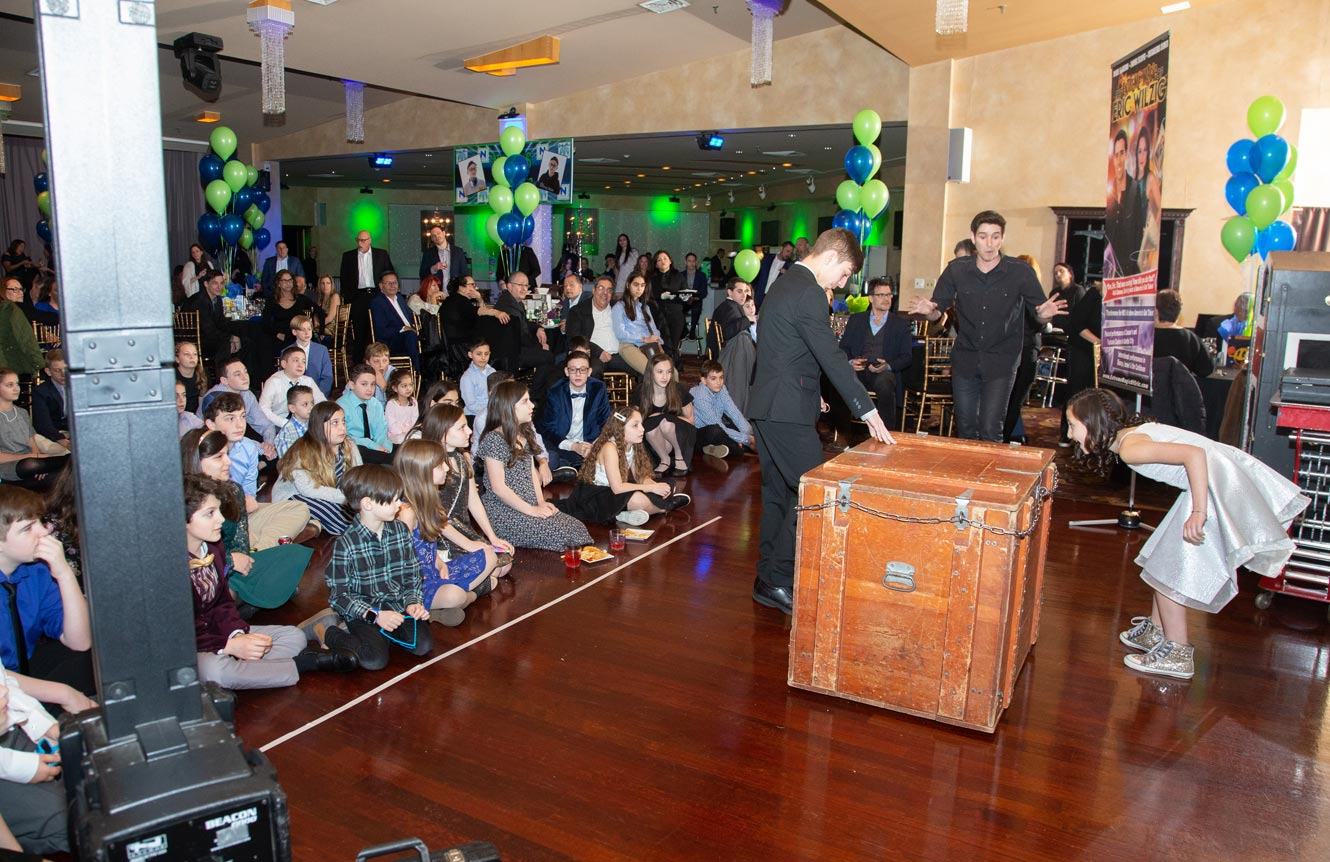 best holiday party Christmas magic show magician mentalist Eric Wilzig halloween easter