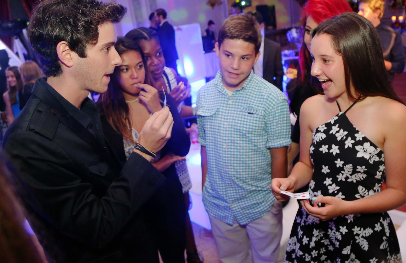 hire Birthday strolling close up party magician kids adults magic show Eric Wilzig Long Island Nyc New York Connecticut